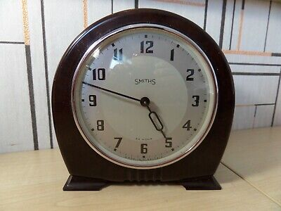 "Lovely Smiths Desk / Mantle Clock With Bakelite Case Running Very Well. 4"" Dial"