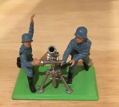 Britains Deetail - German Mortar and 2 Crew.