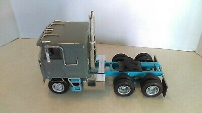1:25 AMT GMC Astro 95 Cabover Gray Semi Tractor Nicely Built Up Model