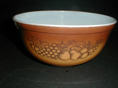 Pyrex #403 Milk Glass OLD ORCHARD 2.5 Qt Mixing Bowl - Fall Harvest Thanksgiving