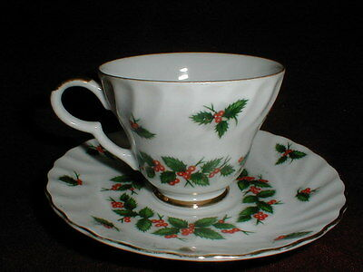 Lefton Fine Porcelain Christmas Holiday #2320 DECEMBER HOLLY Cup Saucer