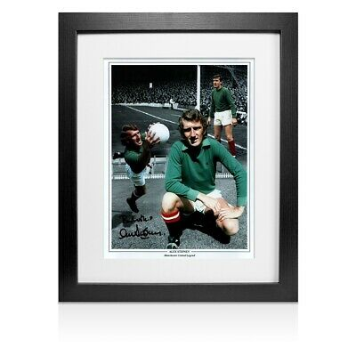 Framed Alex Stepney Signed Photo - Manchester United Autograph