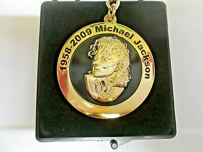 Michael Jackson Key Ring Gold Plated Metal -Black-  in Presentation/Gift Box