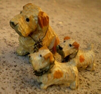 Vintage Black Forest 1950s Small Trio Of Carved Dogs - Dog & Two Puppies