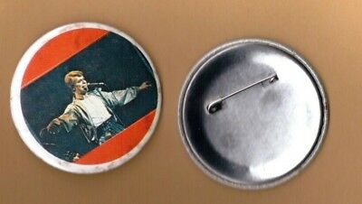 David Bowie on stage (3) vintage 1970s BUTTON BADGE