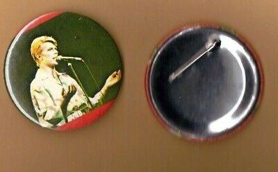 David Bowie on stage (4) vintage 1970s BUTTON BADGE