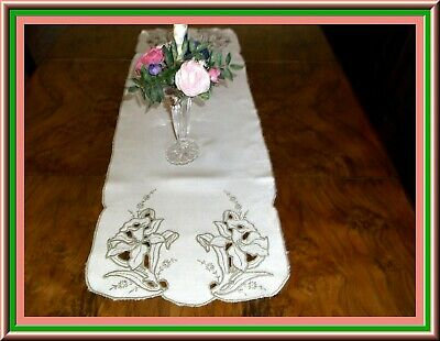 Lovely Vintage Madeira Embroidered Linen Table Runner Or Bureau Scarf
