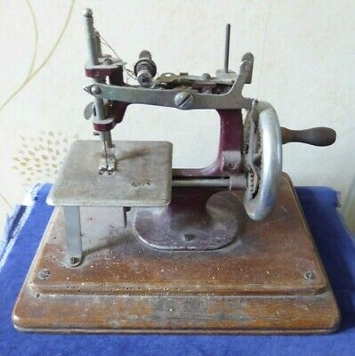 Vintage toy sewing machine in need of TLC ##ATH62BS