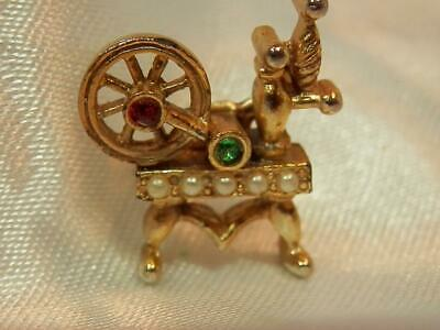 Adorable Petite Vintage 1940's Spinning Wheel Pin  Brooch  135JN9