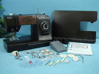 """Industrial Strength Toyota Sewing Machine, Sews 1/4"""" Leather Vinyl & Upholstery."""
