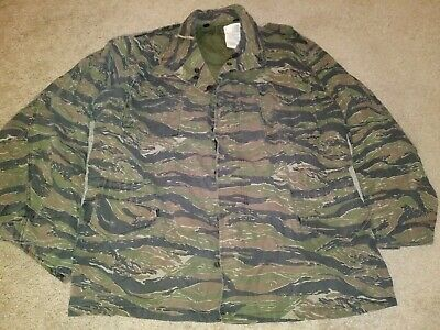 0f818334a2fdb VINTAGE MADE IN USA American Army Hooded Jacket Coat Size Small Long ...