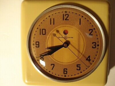 Vintage General Electric 2H08 Wall Clock/ Gold
