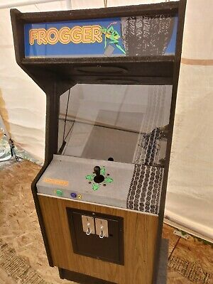 Vintage Frogger Arcade Machine game