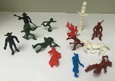 Lot 13 Figurines primes Roche aux Fées - Série Davy Crocket & Indiens 1970's TBE