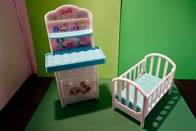 Barbie doll  Shelly  My Very Own Nursery 1997  Changing unit and cot blue/white