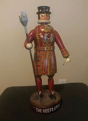 """Vintage THE BEEFEATER Gin 12"""" Wooden Yeoman Statue w/Staff Fanobri Tag Portugal"""