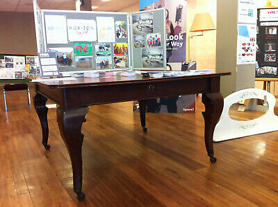 Antique extendable mogany dining table. cm 136x136/215 h.75. Seats 8/12.