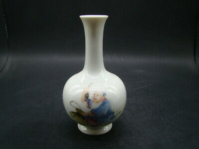 Chinese 1920's nice famille rose small vase (Qian Long mark)  u9169