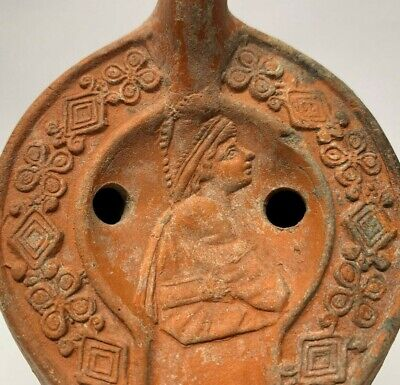 Ancienr Roman clay oil lamp