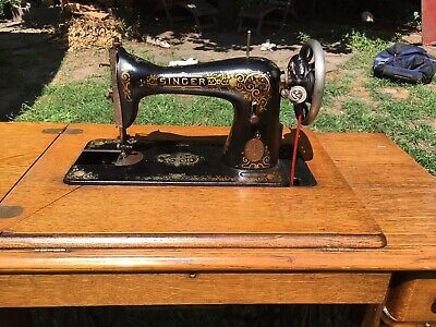1900's Vintage Singer Treadle Sewing Table With Sewing Machine
