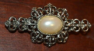 Costume Fashion Jewerly White / Ivory Colored Stone In Silver Setting Broach Pin
