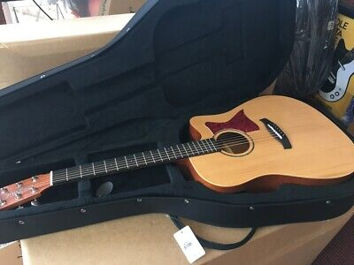 Perfect Electro Acoustic Guitar Built In Tuner,New Hard Foam Case Rrp Abt £300