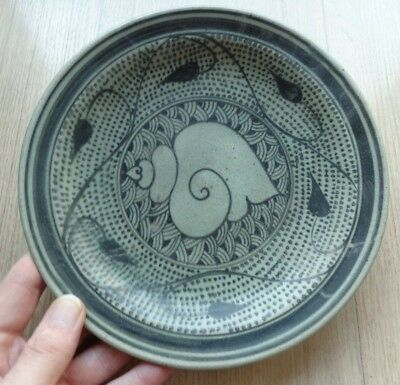 Antique Sukhothai  Shell Designed Plate