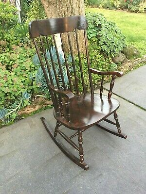 Lovely Antique Country Style Rocking Chair!