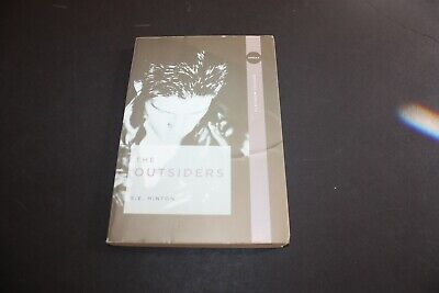The Outsiders by SE HINTON  ISBN 9780142407332