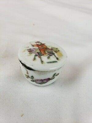 Very small antique chinese hand painted porcelain box