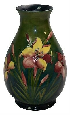 Vintage and Large Moorcroft Pottery Bermuda Lily Ceramic Vase Estate Fresh