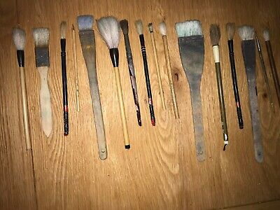 16 Artists Paint Brushes Of Various Sizes