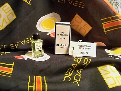Vintage Mini Chanel 19 Edt,  Perfume 4.5 Ml Collectors Miniature