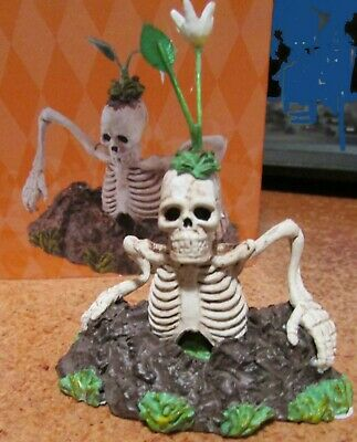 Dept 56 Halloween Village Accessories Grave Escape Skeleton Rising Scary Fun NIB