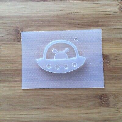 Alien UFO Shaker Plastic Mold Flexible Mould Resin UV Space Ship Cabochon Charm