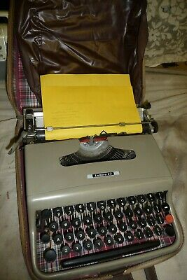 Typewriter OLIVETTI lettera 22  + brown & beige carry case + INSTRUCTIONS
