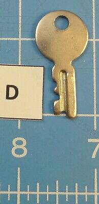 Vtg. Original (?) Key For Singer Featherweight 221/222 Sewing Machine - Lot  D