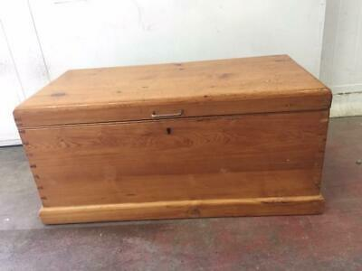 F39029 Vintage Rustic Pine Timber Trunk Coffee Table Toy Box