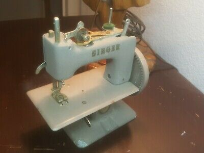 Vintage Singer Mini Sewing Machine Handcrank