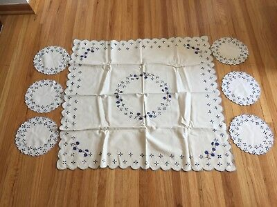 Blue Doily Table runner Tablecloth Linen-look Cream with Flower Embroidery