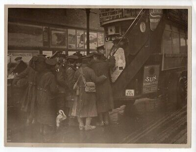 WWI Tommies Home for Christmas at Waterloo Station London Original News Photo