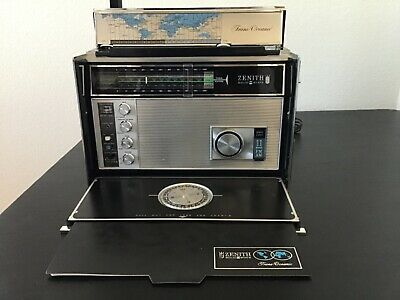 Radio Trans-Oceanic Portable Collection Zenith Royal D7000 used.