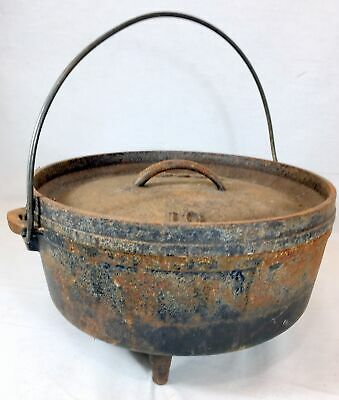 Antique LODGE Cast Iron No 10 Footed Dutch Oven Pot with Lid Bail Handle Camping
