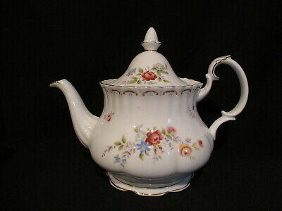 Royal Albert - JUBILEE ROSE - Teapot