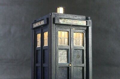 Doctor Who 1st doctor tardis with lights