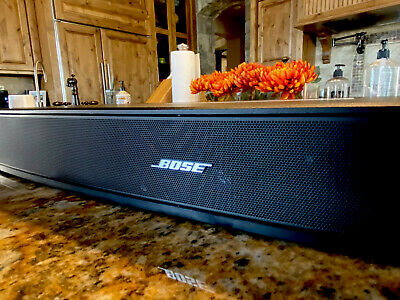 BOSE SOLO TV SOUND BAR with Remote Excellent