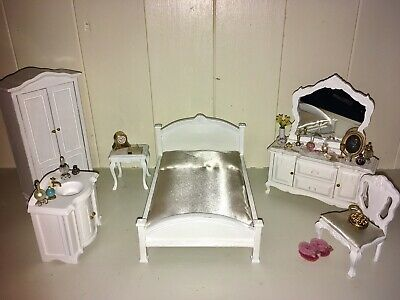 Dolls House White Bedroom Furniture Set 12th Scale Bed Dressing Table Job Lot