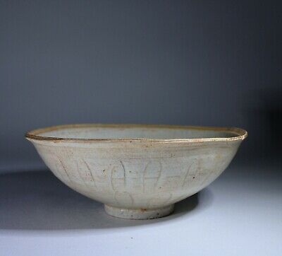 Antique Chinese Celadon Glazed Sgraffito Bowl Song Dynasty