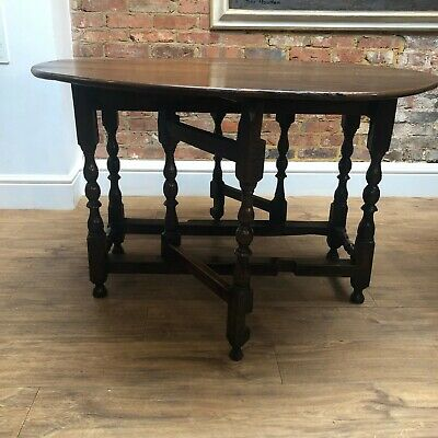 Early 18th Century Oak drop leaf gateleg table in good condition