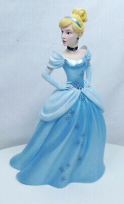 Disney Enesco Figurine Showcase Haute Couture 6005684 Cinderella Cendrillon